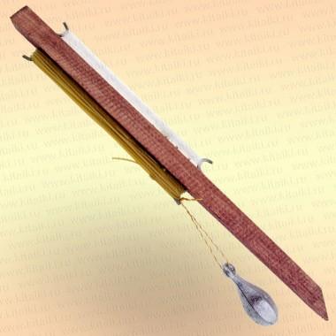 Донная удочка деревянная, оснащенная грузилом