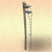 Лабаз с лестницей, приставной к дереву, высота 5,4 м